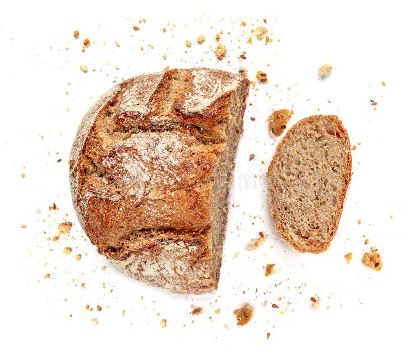 Pão cortado isolado no fundo branco Fatias das migalhas e do pão fresco perto acima Padaria, conceito do alimento Vista superior foto de stock royalty free