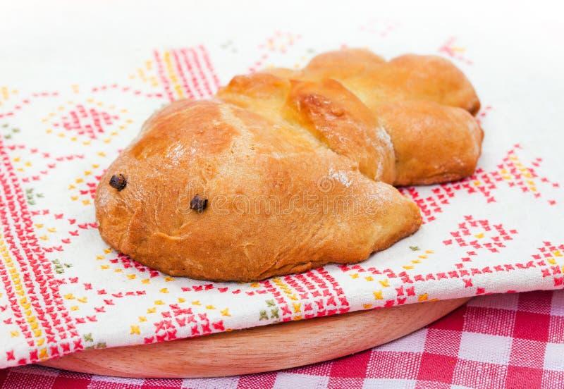 Pão cozido doce tradicional - pássaro fotos de stock