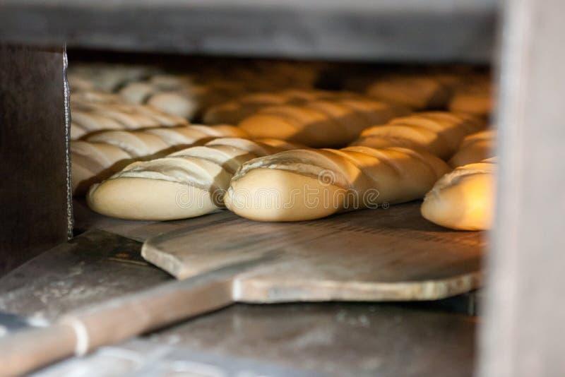 Pão cozido metade fotografia de stock