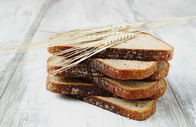 Pão de centeio cortado imagem de stock royalty free