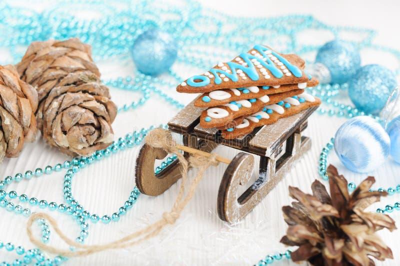 Pão-de-espécie do Natal no trenó do brinquedo imagem de stock royalty free