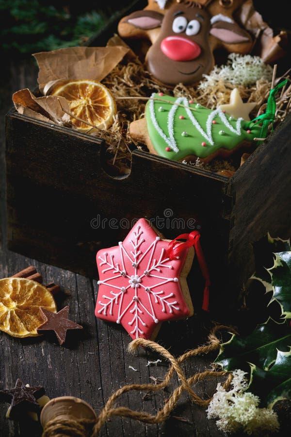 Pão-de-espécie modelados feitos a mão do Natal imagem de stock