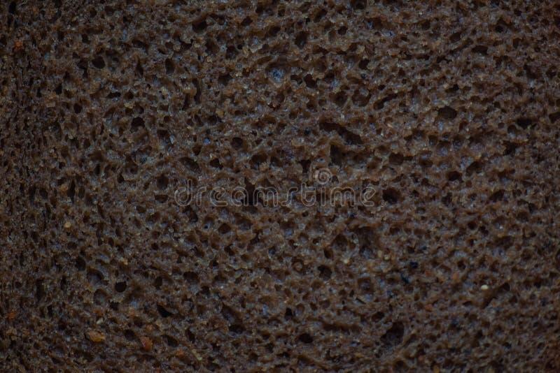 Pão de fermento preto do centeio, parte, textura da massa foto de stock royalty free