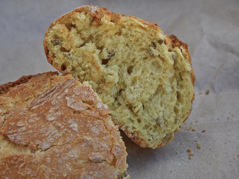 Pão de milho com sementes fotos de stock