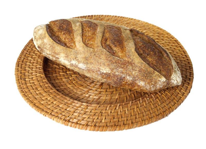 Pão do batard do camponês na bandeja de vime fotografia de stock royalty free