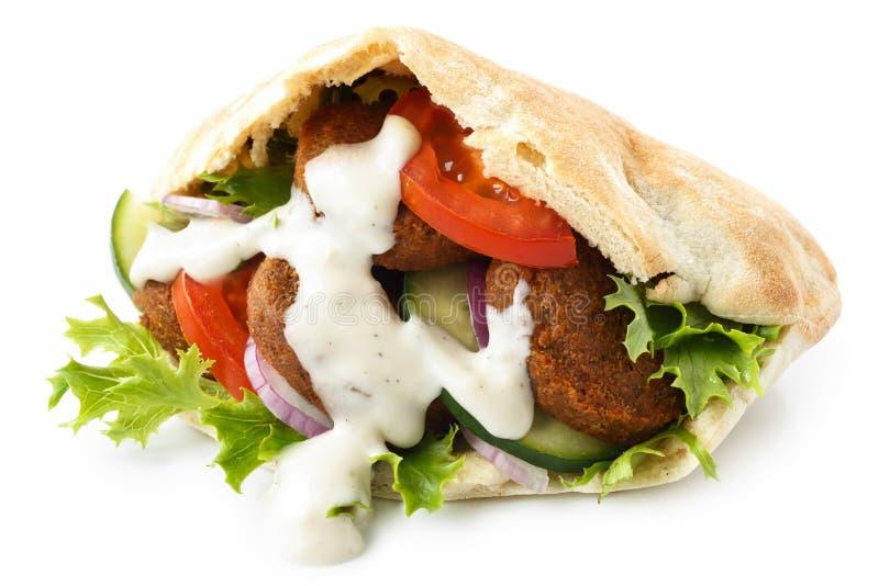 Pão do pão árabe enchido com o falafel imagem de stock royalty free