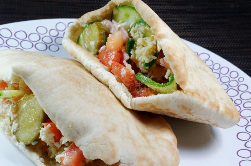 Pão do pão árabe enchido com salada do presunto imagem de stock