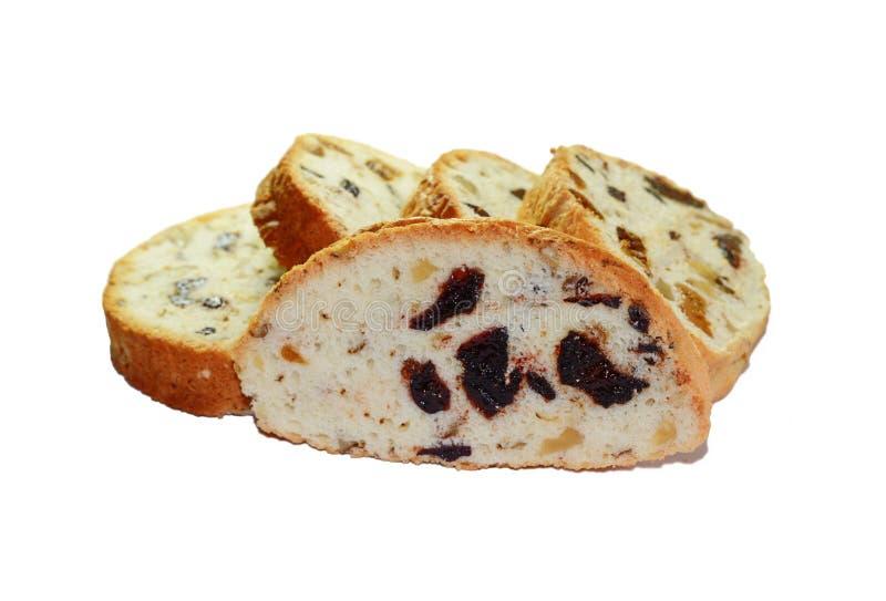 Pão doce com nozes e frutos secados em um fundo branco Figos e ameixas secas fotos de stock royalty free