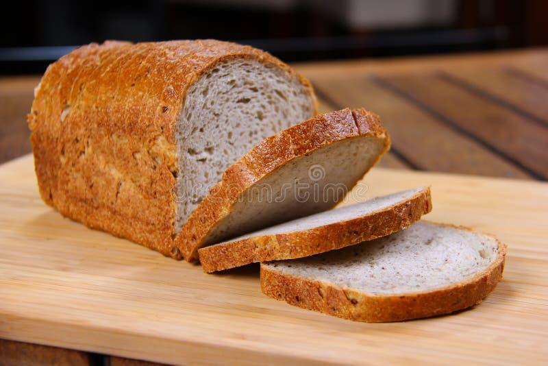 Pão dourado fresco do brinde imagens de stock