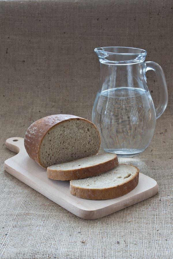 Pão e água fotografia de stock