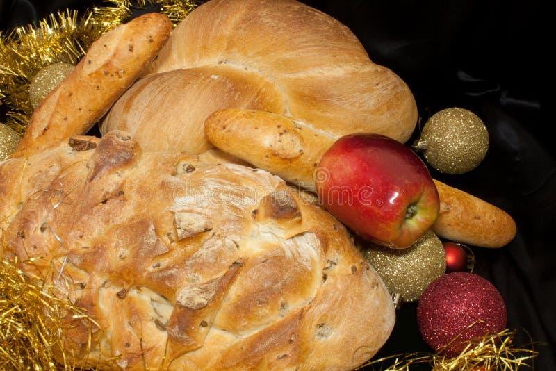 Download Pão e Apple foto de stock. Imagem de garland, crosta - 16867040