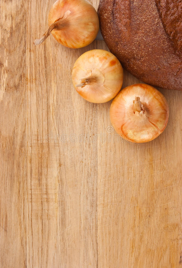 Pão e cebolas de Rye fotos de stock royalty free