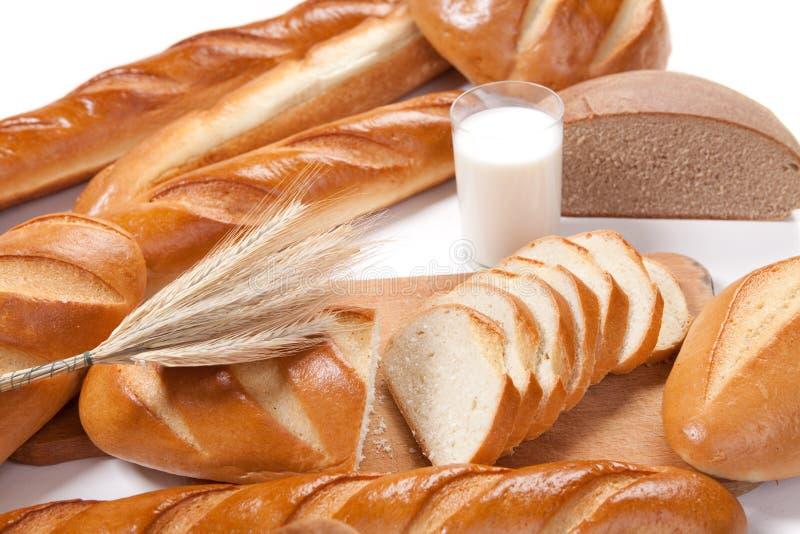 Pão e leite fotografia de stock