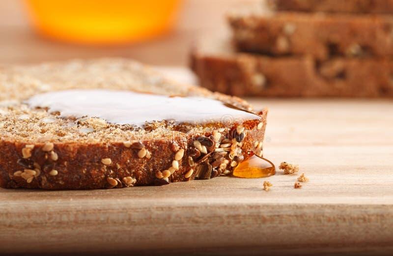 Pão e mel fotografia de stock