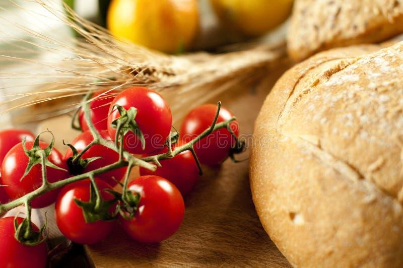 Pão e tomate fotografia de stock royalty free