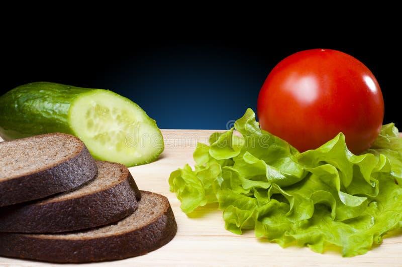 Download Pão e vegetais foto de stock. Imagem de breadboard, refeições - 16863554