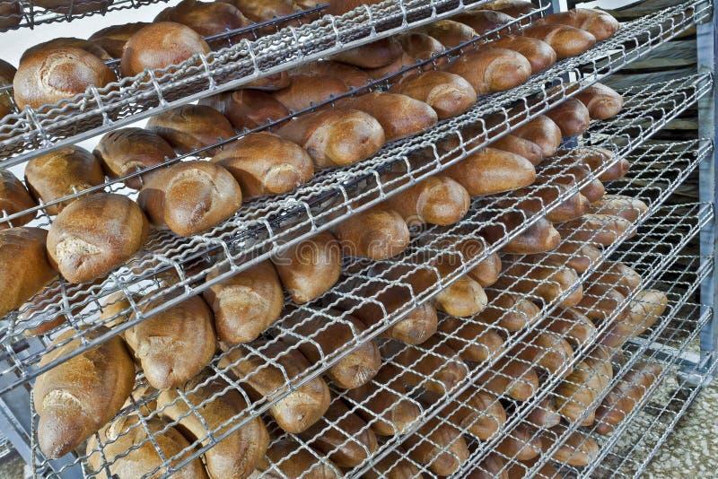 Pão em prateleiras fotografia de stock
