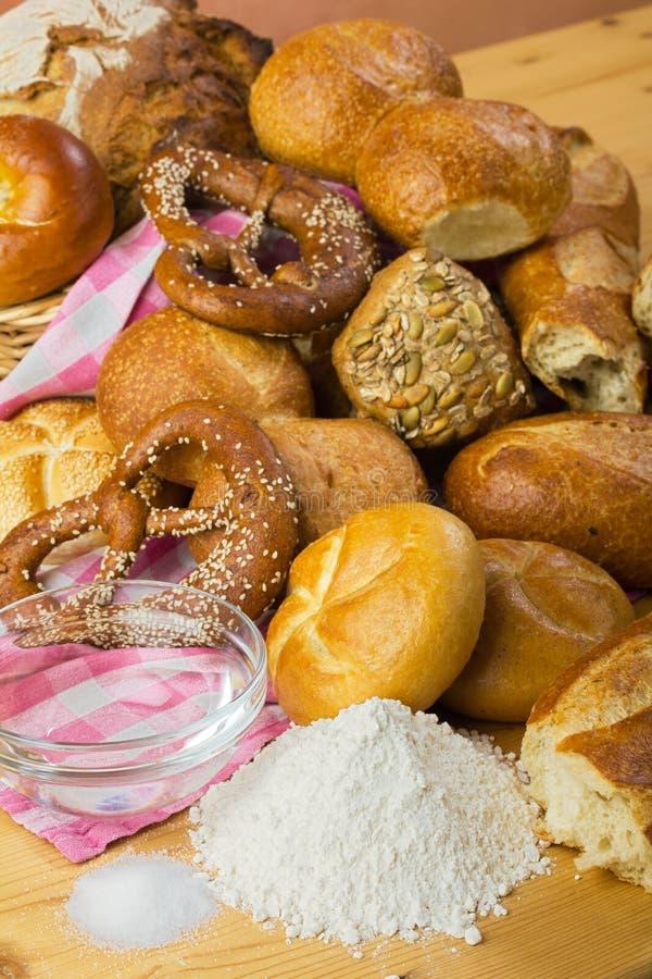 Pão, farinha, água e sal fotografia de stock