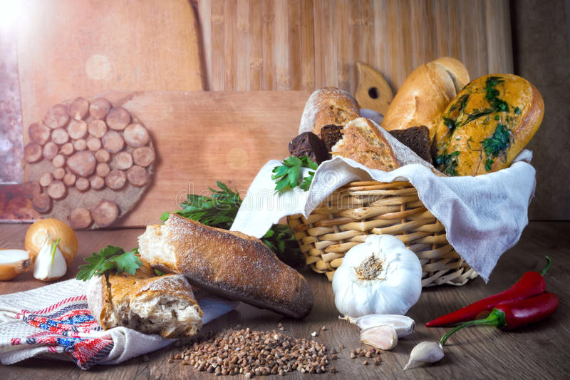 Pão fresco, pão do trigo mourisco, pão de alho, baguette francês fotografia de stock royalty free