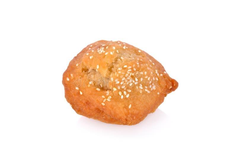 Pão fritado com sésamo branco no fundo branco fotos de stock