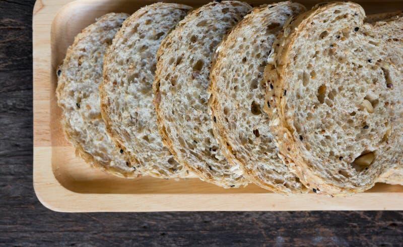 Pão inteiro da grão foto de stock