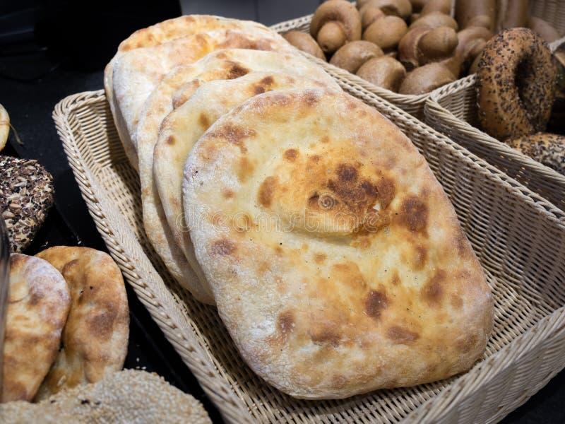 Pão iraqian da tradição fresca imagens de stock royalty free