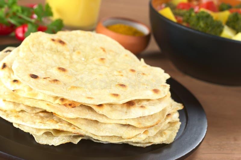 Pão liso do Chapati indiano foto de stock