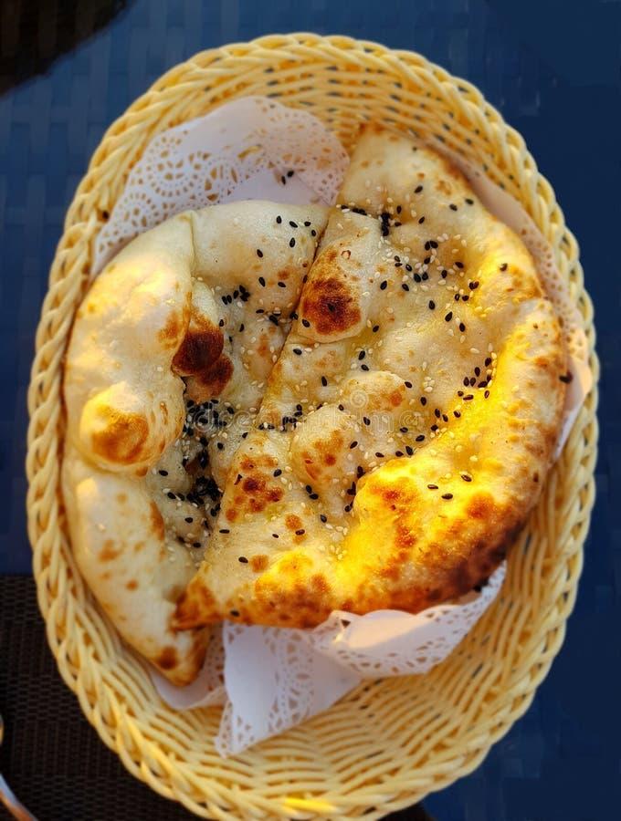 Pão liso tradicional árabe Fundo para um cartão do convite ou umas felicitações imagens de stock