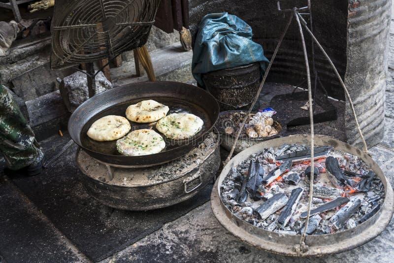 P?o liso tradicional com vegetais e carne, China foto de stock royalty free