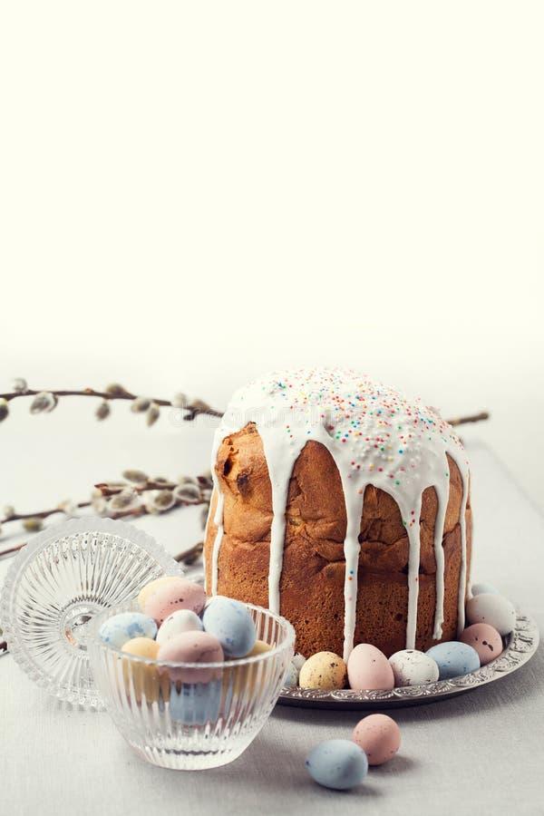 Pão ortodoxo da Páscoa do russo tradicional - kulich fotos de stock