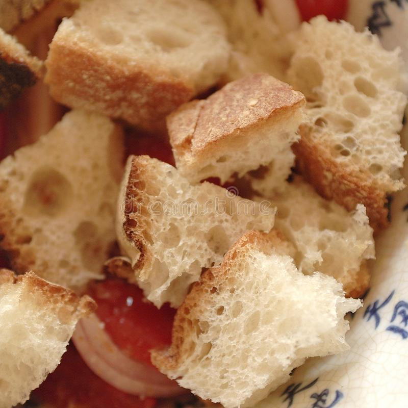 Pão para o panzanella foto de stock royalty free