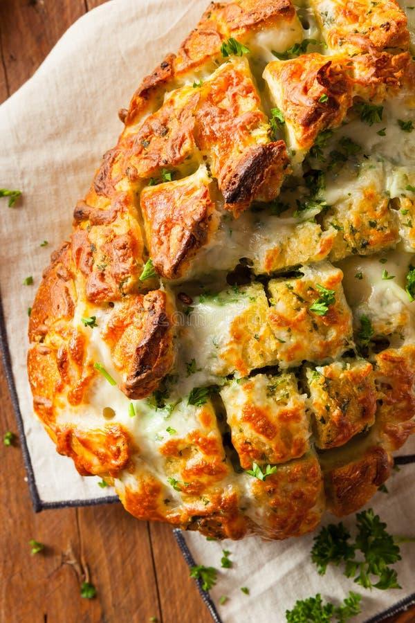 Pão separado da tração de queijo caseiro fotos de stock