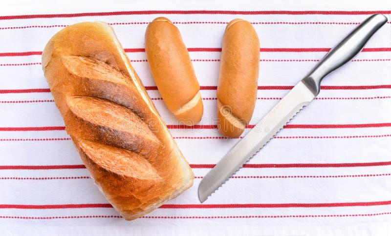 Pão torrado recentemente cozido com rolos frescos fotos de stock