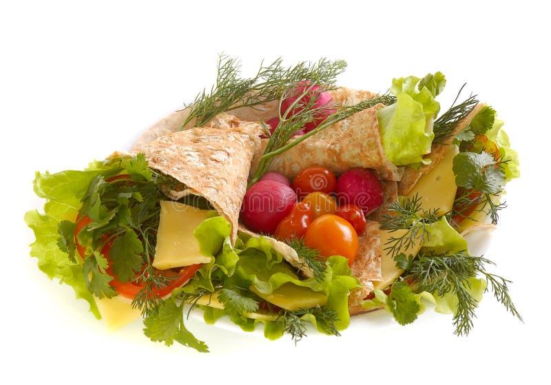 Pão Unleavened com vegetais imagens de stock royalty free