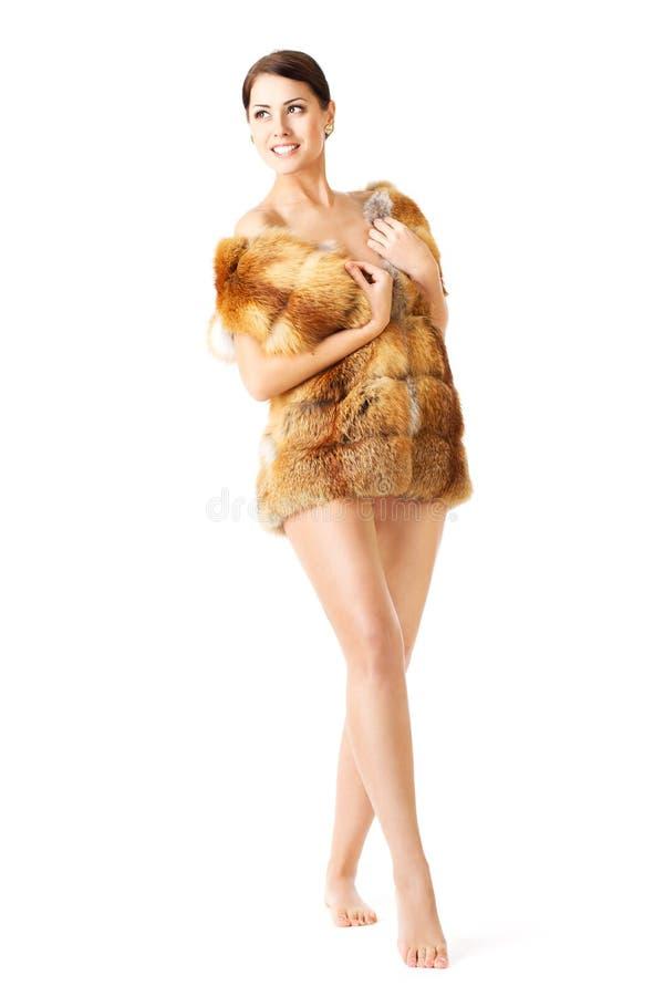 Pälsmodekvinna i laget, barfota over white royaltyfria foton