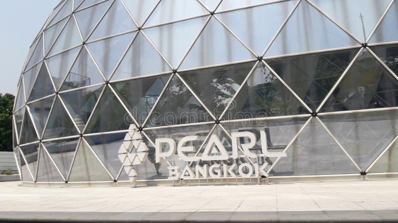 Pärlemorfärg Bangkok för ` ` den nya kontorsbyggnaden av Pruksa Real Estate royaltyfri fotografi