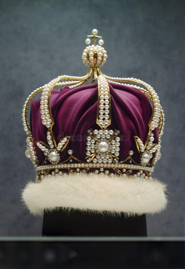 Pärlemorfärg krona royaltyfri bild