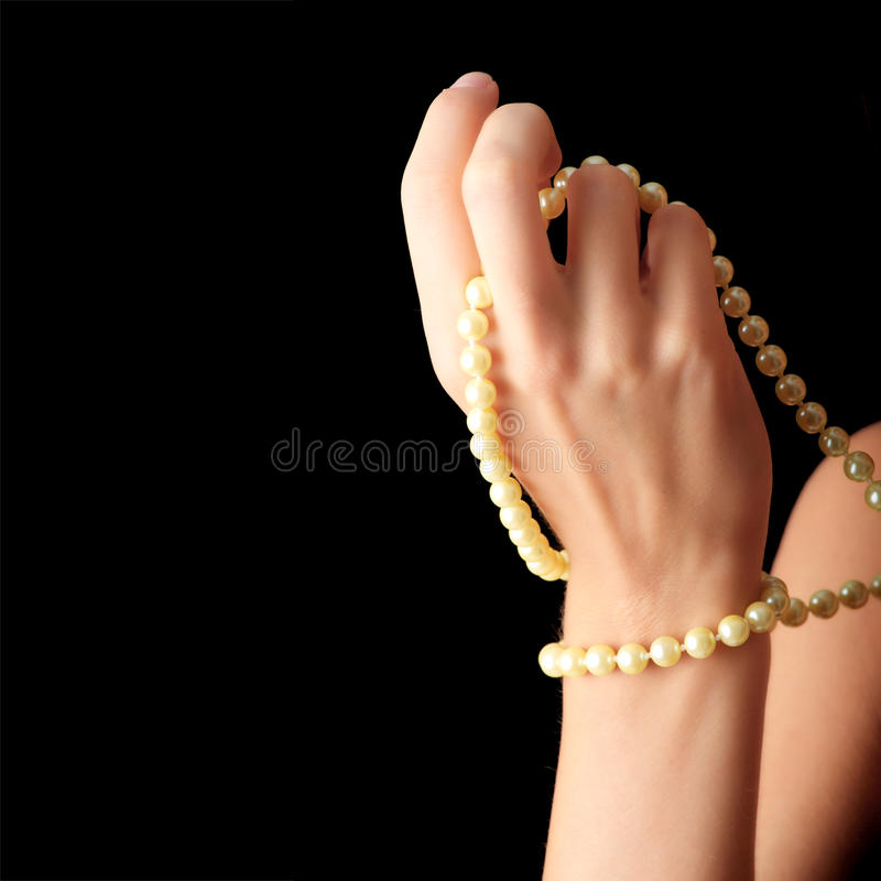 pärlemorfärg kvinna för halsband arkivbild