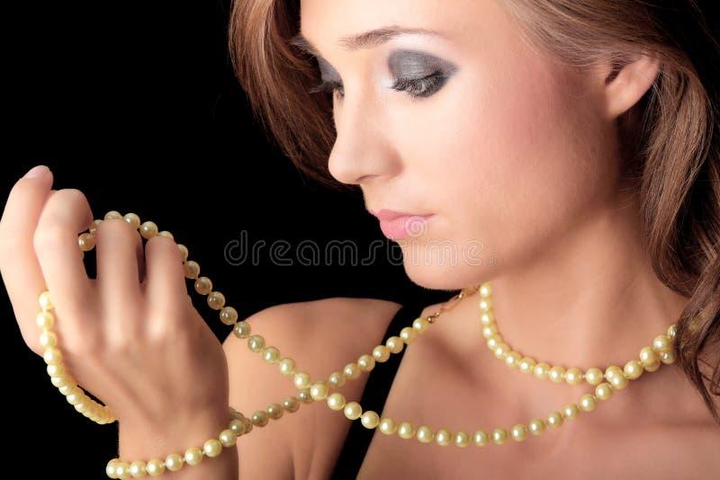 pärlemorfärg kvinna för halsband arkivbilder