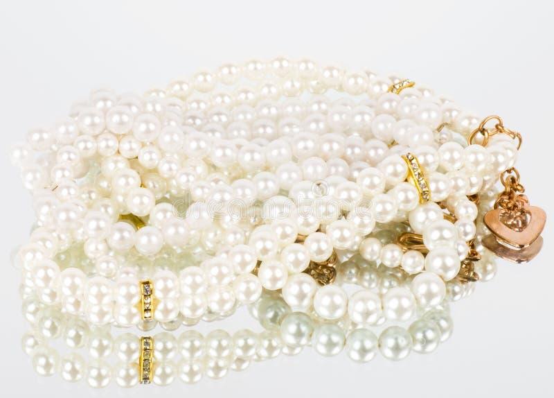 Pärlemorfärg smycken royaltyfria foton