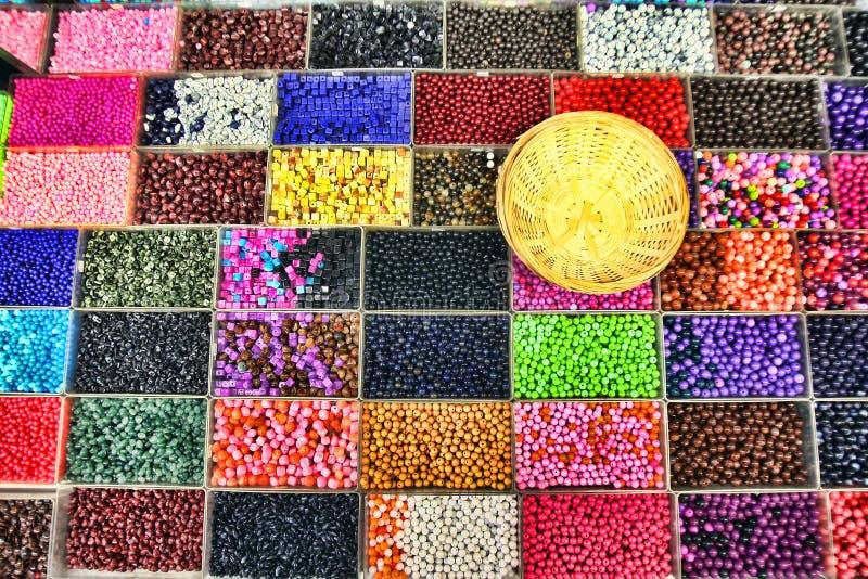 Pärlor i askar arkivfoton