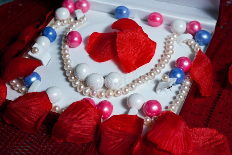 Pärlor - kronblad - Gumballs royaltyfri foto