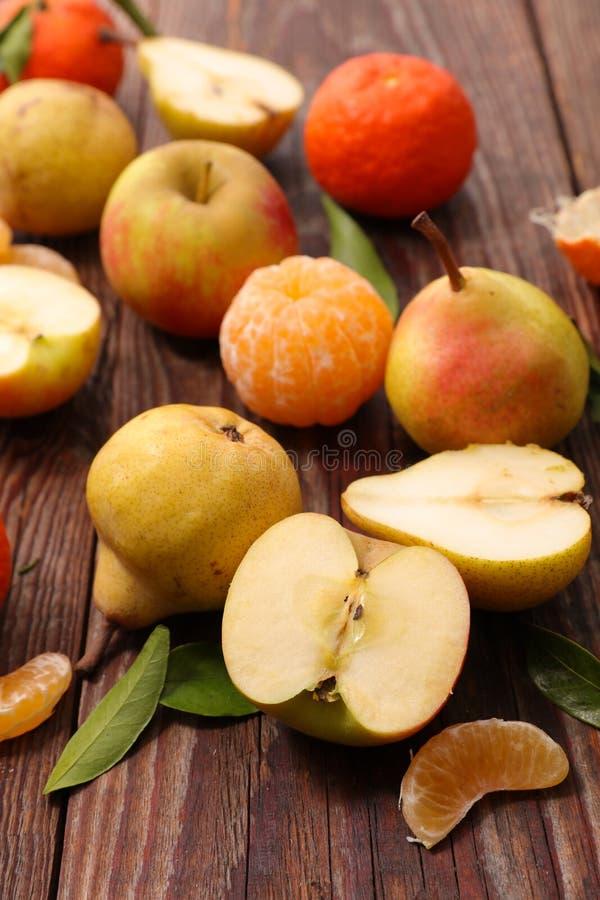 Päron, äpple och clementine royaltyfria foton