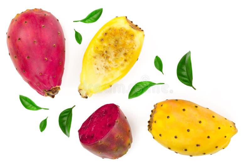 Päron eller opuntia för rött slut som gult taggigt isoleras på en vit bakgrund Top beskådar Lekmanna- lägenhet arkivfoton