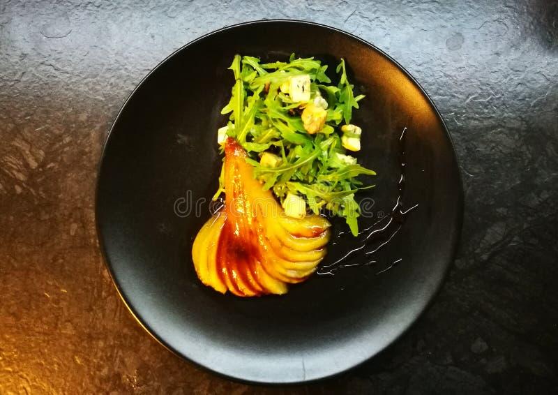Päron och chese sallad för blått royaltyfria bilder