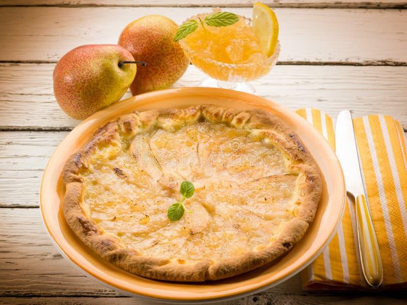 Päronkaka med marmelad arkivbild