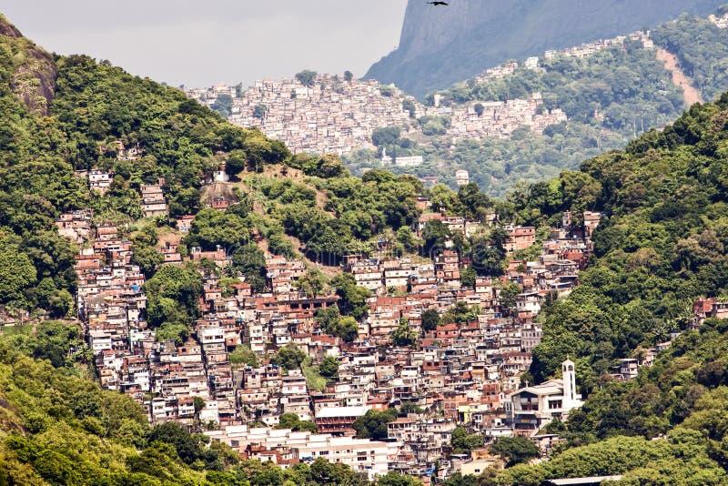 Favelas i Rio de Janeiro, Brasilien fotografering för bildbyråer