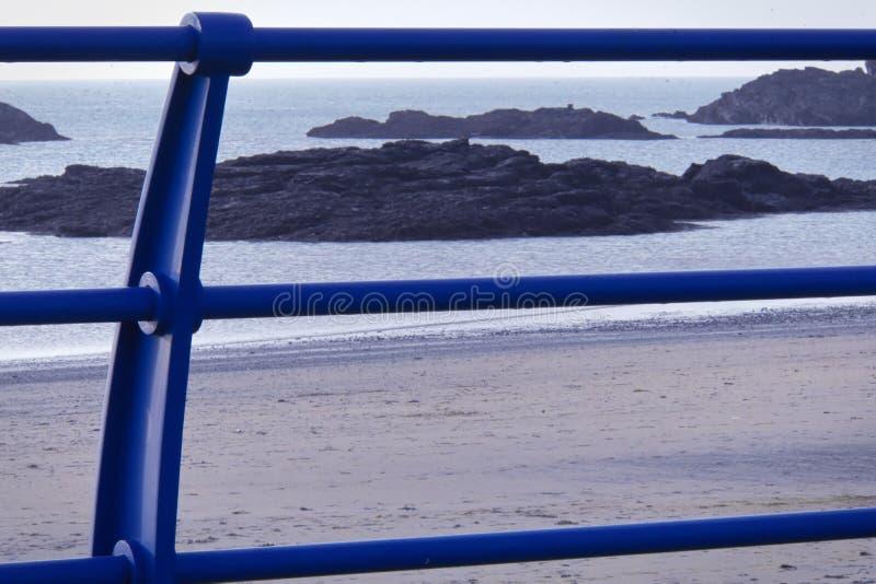 På Anglesey för helig ö för promenadTreaddur fjärd de brittiska öarna royaltyfri bild