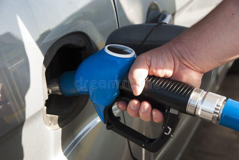 På bensinstationen royaltyfria bilder