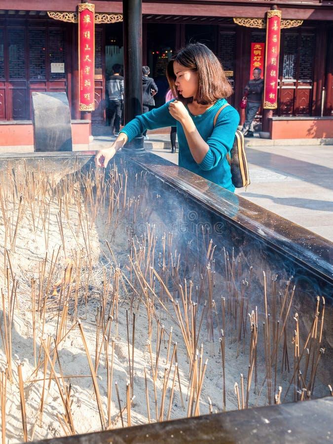 På den åriga gamla gudtemplet för stad 600 Shanghai, Kina royaltyfri fotografi
